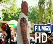 Triple X 3 Trailer - The Return Of Xander Cage (2017) - Trailer 2<br/><br/>Top Schauspieler: Vin Diesel, Samuel L. Jackson<br/>Originaltitel: xXx - The Return Of Xander Cage<br/>Produktionsland und Jahr: USA 2016<br/>Kinostart: 19.01.2017<br/>DVD/BD: 01.06.2017<br/><br/>Alle Infos: https://www.film.tv/go/35032<br/><br/>▶ Abonniere uns! https://www.film.tv/go/530<br/>Like uns auf Facebook: https://www.facebook.com/film.tv<br/>Folge uns auf Twitter: https://twitter.com/filmpunkttv1<br/>Abonniere uns bei Instagram: https://www.instagram.com/film.tv<br/><br/>Inhalt: Seinem eigenen Verstand hat Xander Cage schon immer mehr vertraut als den Vorgesetzten. Deswegen hielt er es auch für richtig, ein paar Jahre unterzutauchen, als tot zu gelten, und eigenen Interessen nachzugehen. Für die US-Regierung soll er nun jedoch eine gefährliche Waffe zurück holen, die den Verantwortlichen abhanden gekommen ist. Damit steht der gut ausgebildete Agent nicht allein da. Auch andere Interessenten schicken ihre Kämpfer in die Spur, um die ultimative Vernichtungsmaschine zu besorgen. Nun muss Xander Cage ein Team zusammen stellen, das ihm bei der Suche behilflich ist. Zurück in der realen Welt muss der Profi schnell erkennen, welche Dinge er keineswegs vermisst hat in seinem Exil: Korrupte Politiker und knallharte Konkurrenten...<br/><br/>Regie: D.J. Caruso