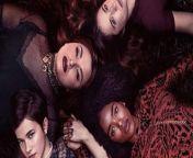 BLUMHOUSE'S DER HEXENCLUB Film - Inhalt: In der Blumhouse-Fortsetzung des Kult-Hits DER HEXENCLUB testen vier Teenager-Hexen, die unterschiedlicher nicht sein könnten, ihre neu entdeckten Kräfte – und handeln sich damit eine Menge Ärger ein.<br/><br/>Das Drehbuch stammt von Zoe Lister-Jones, die ebenfalls die Regie übernahm. Die Hauptdarsteller/innen sind Cailee Spaeny, Gideon Adlon, Lovie Simone, Zoey Luna, Nicholas Galitzine, sowie Michelle Monaghan und David Duchovny. Blumhouse und Red Wagon Entertainment fungieren als Produzenten.<br/><br/>Deutscher Kinostart: 29. Oktober 2020