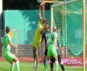 Mit einem 2:0-Arbeitssieg bei Werder Bremen hat der VfL Wolfsburg den Sechs-Punkte-Start in der Frauen-Bundesliga perfekt gemacht. Bei zwei Strafraumszenen hatten die Wölfinnen allerdings Pech.